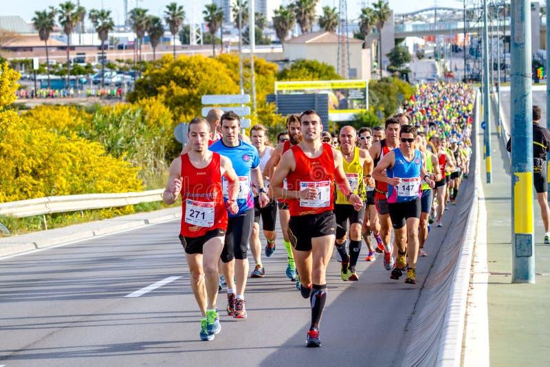 XXVIII halv maraton Bahia de Cadiz royaltyfria bilder