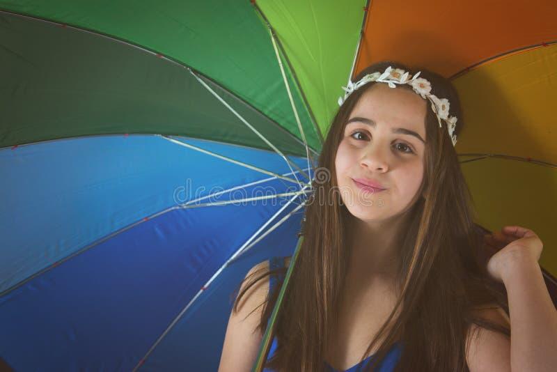 12Y dziewczyna z Barwionym parasolem zdjęcia stock