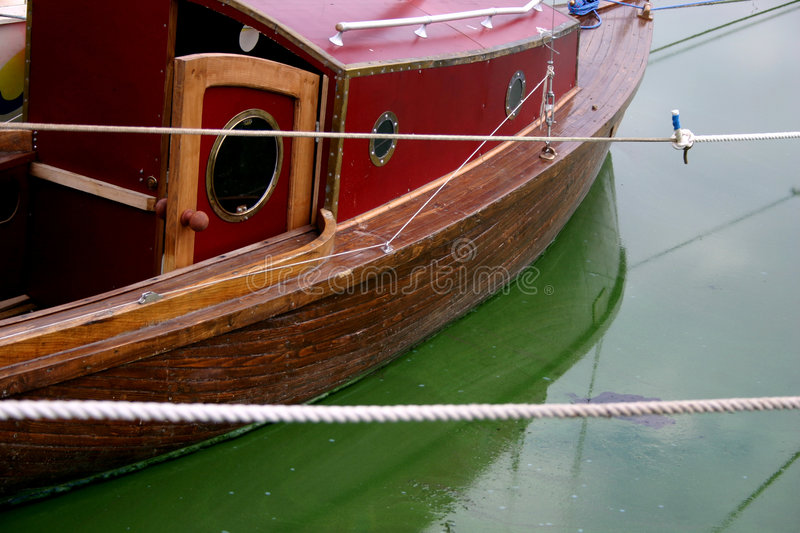 Download Yacht 2 arkivfoto. Bild av rotting, lake, ship, yachter - 36316