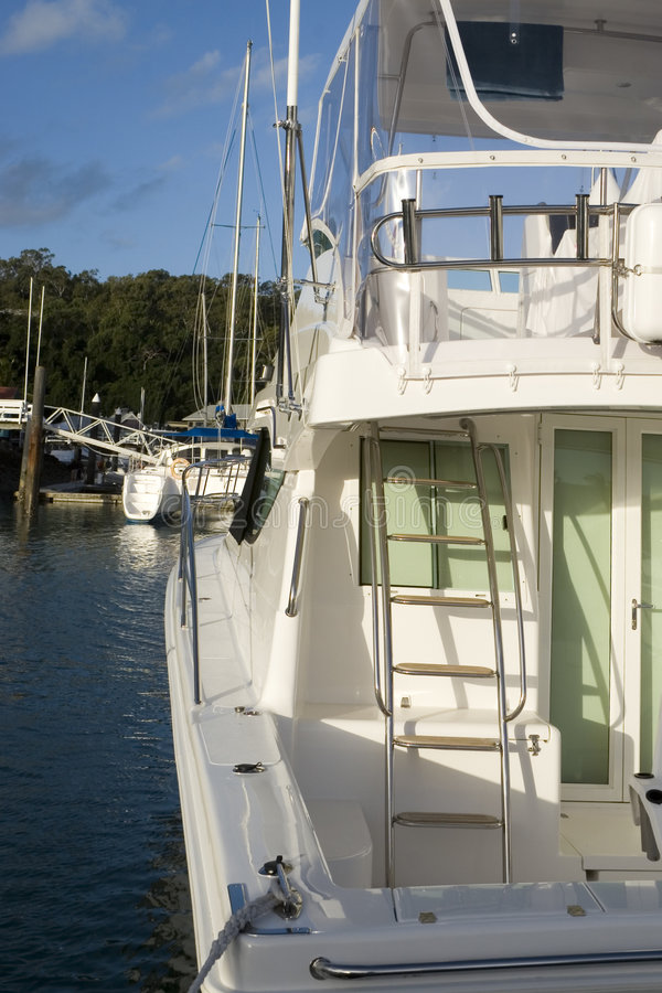 Download Yacht 2 fotografering för bildbyråer. Bild av ström, kryssning - 980491