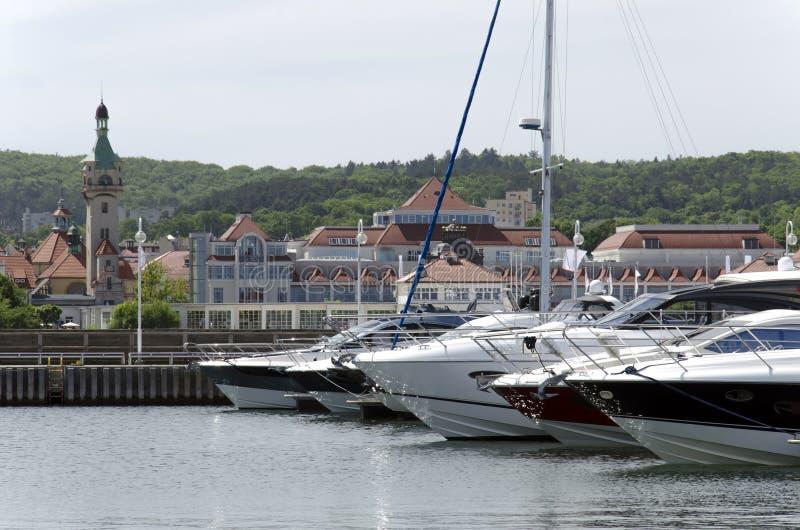 Download Yacht al pilastro immagine stock. Immagine di acqua, nautical - 55353337