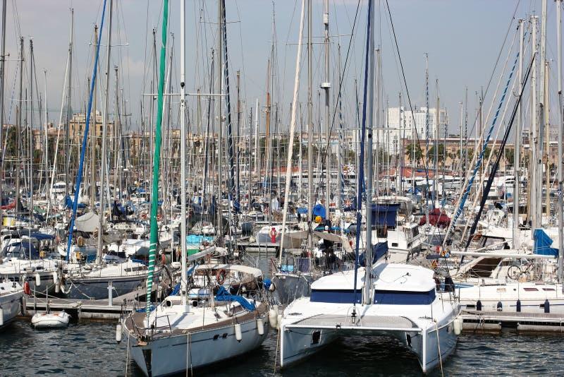 Yacht al pilastro immagini stock libere da diritti