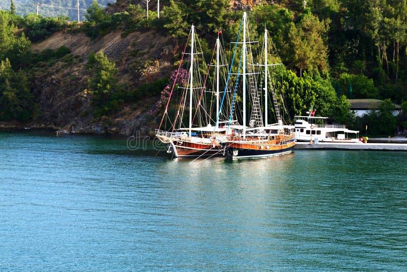Yacht al pilastro sulla località di soggiorno turca fotografia stock