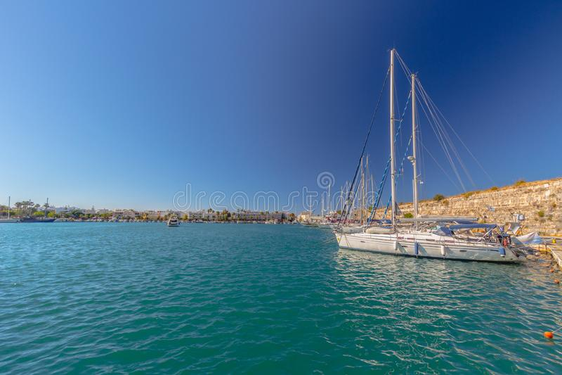 Yacht au pilier image stock