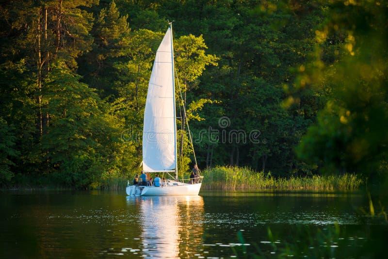Yacht blanc photographie stock libre de droits