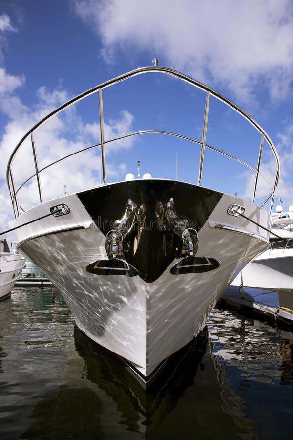 Yacht-Bogen lizenzfreie stockfotografie
