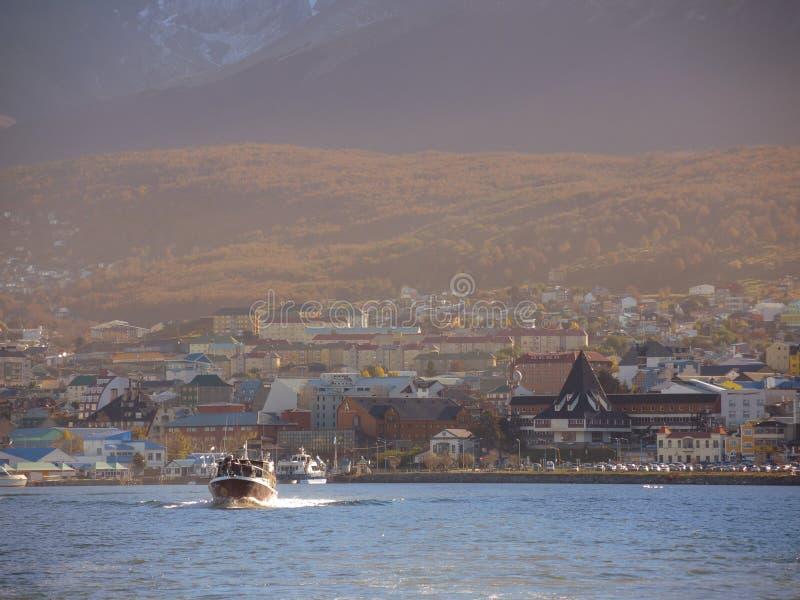 Yacht Dans La Baie D Ushuaia Photographie éditorial