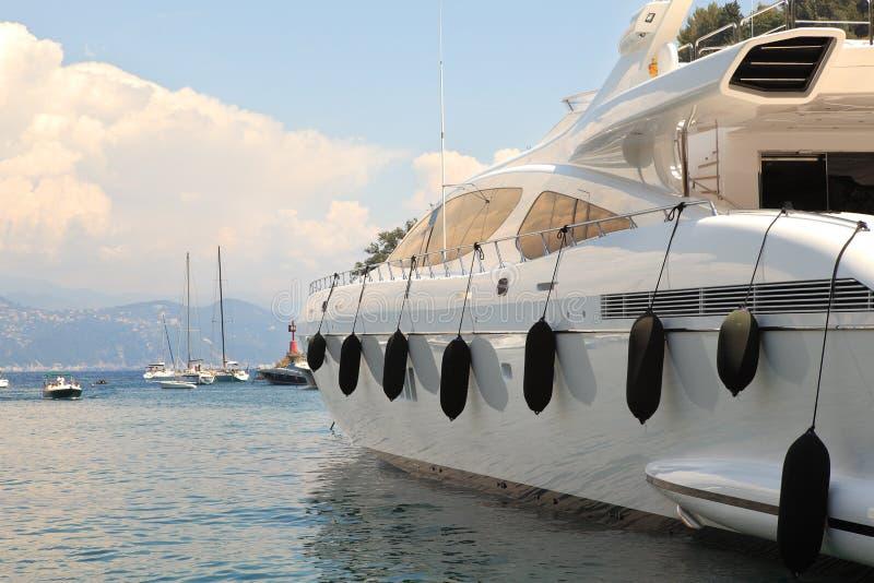 Yacht dans le compartiment de Portofino, Italie. photo libre de droits