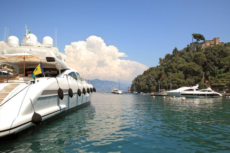 Yacht dans le compartiment de Portofino, Italie. photo stock