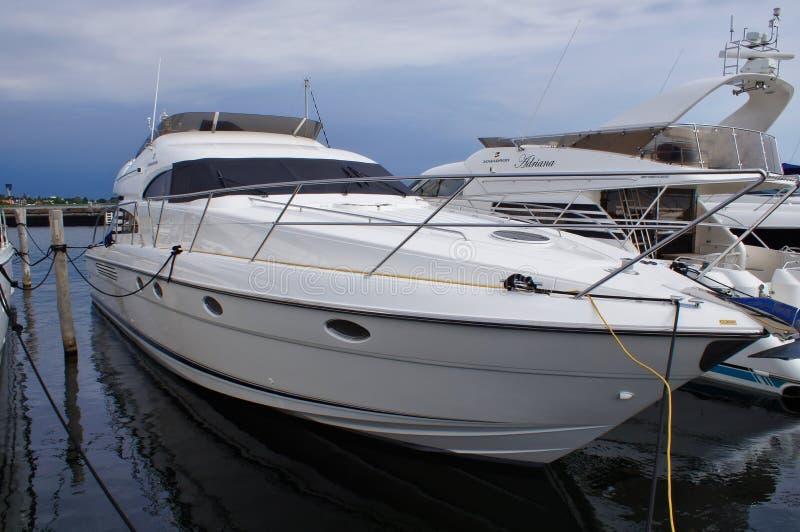 Yacht dans le port de Dragør photographie stock libre de droits