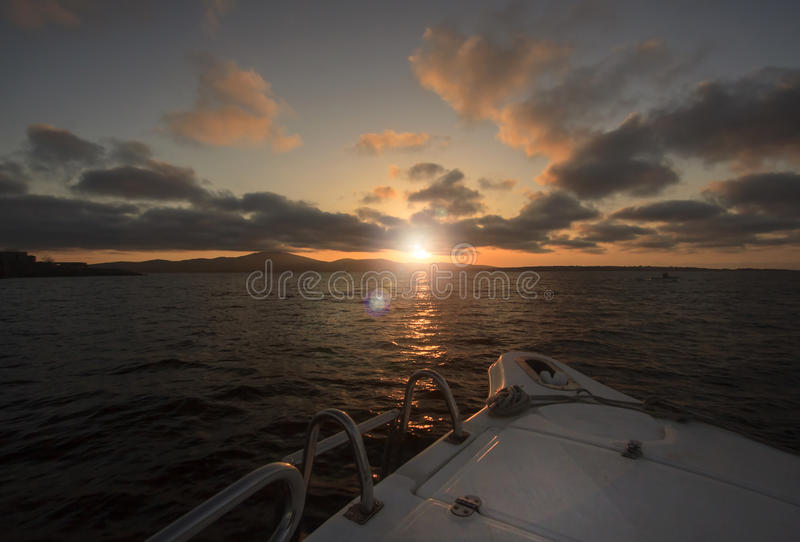 Yacht de coucher du soleil. photo stock