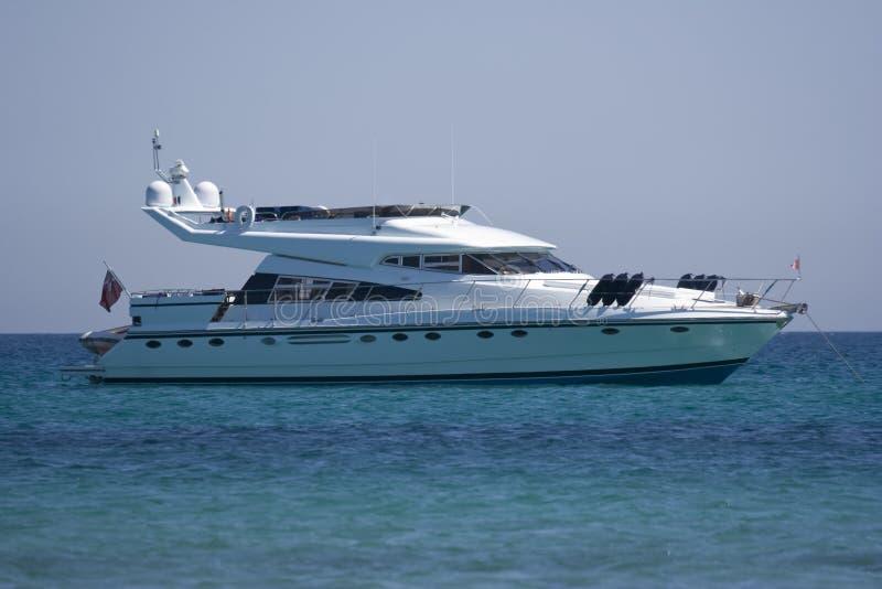 Yacht de luxe au point d'attache image libre de droits