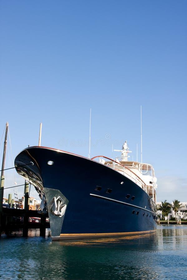Yacht de luxe bleu image libre de droits