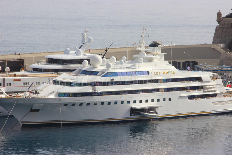 Yacht de luxe dans le port du Monaco images libres de droits