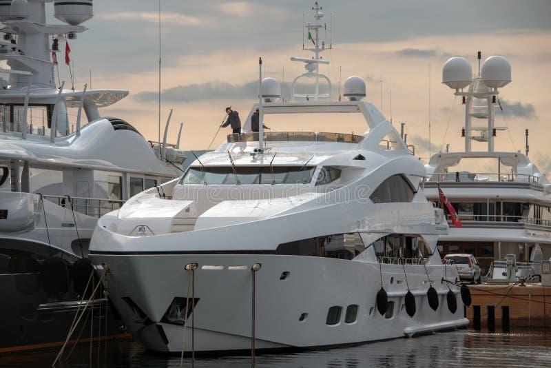 Yacht di lavaggio fotografie stock