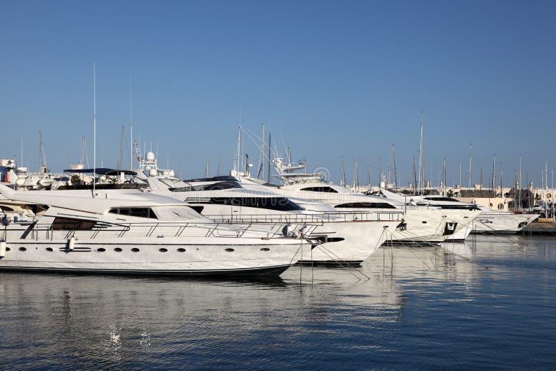 Yacht di lusso a Alicante, Spagna fotografia stock libera da diritti