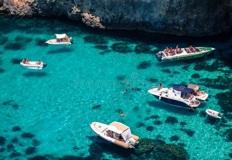 Yacht di lusso alla laguna blu fotografie stock