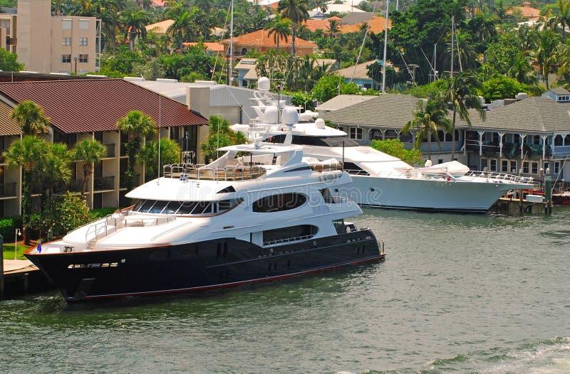 Yacht di lusso messo in bacino immagine stock