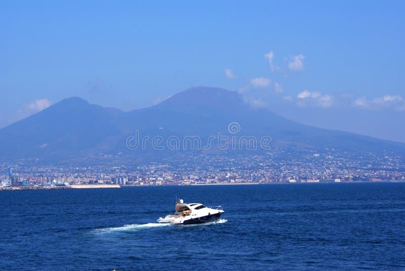 Yacht e Napoli fotografie stock libere da diritti