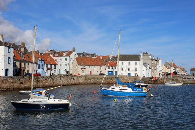Yacht e piccole barche, st Monans, Fife, Scozia immagine stock