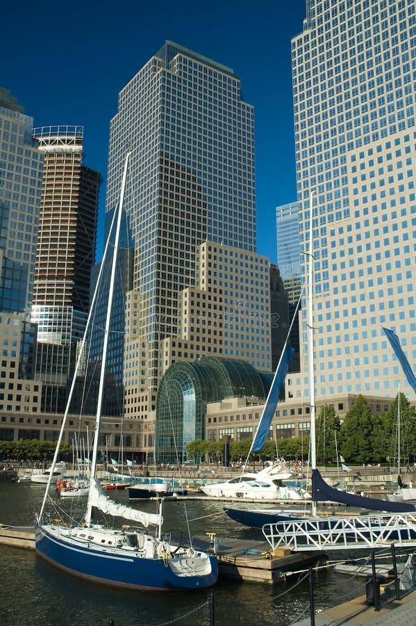 Download Yacht e wtc fotografia stock. Immagine di yacht, città - 7323832