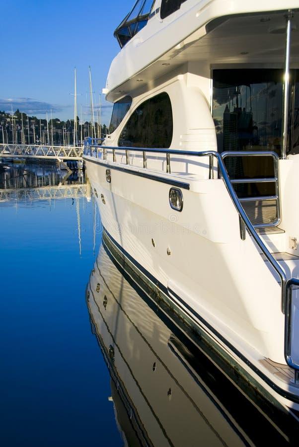 yacht för portsidosikt arkivbilder