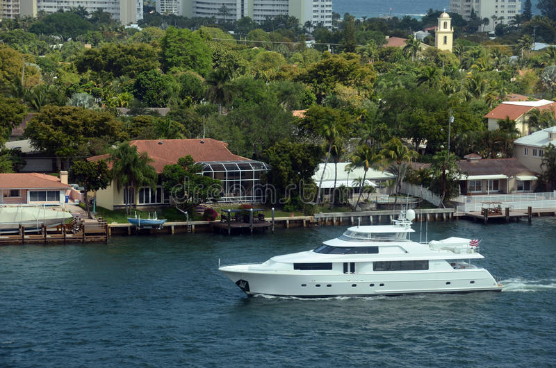 Yacht im Fort Lauderdale lizenzfreie stockfotografie