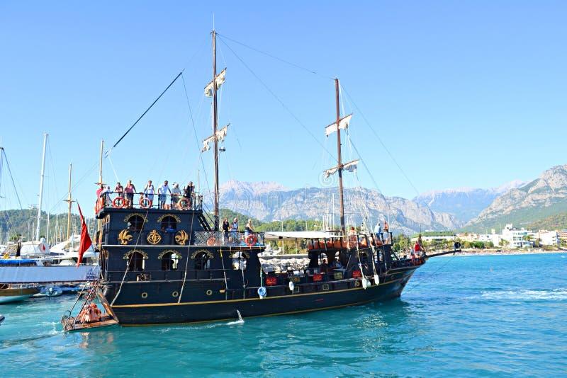Yacht im Meer lizenzfreie stockfotografie