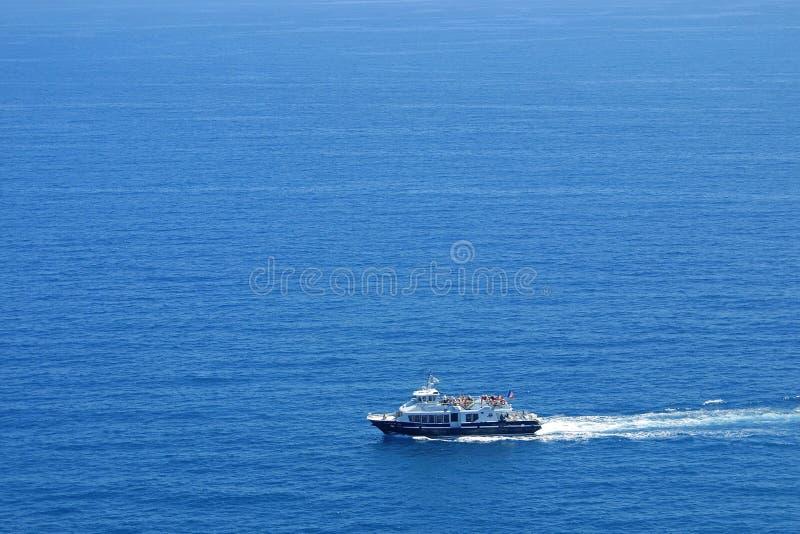 Yacht im Mittelmeer stockbilder
