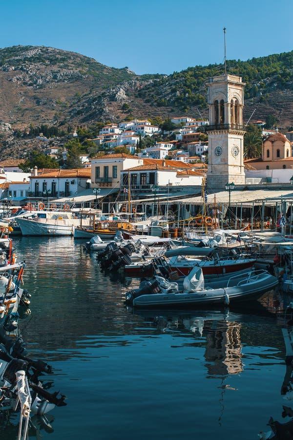 Yacht-Jachthafen in Hydrainsel, Ägäisches Meer lizenzfreie stockfotos