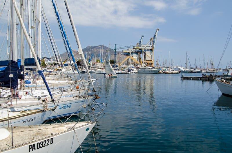 Yacht in La Cala, The Creek, Palermo, Sicilia fotografia stock