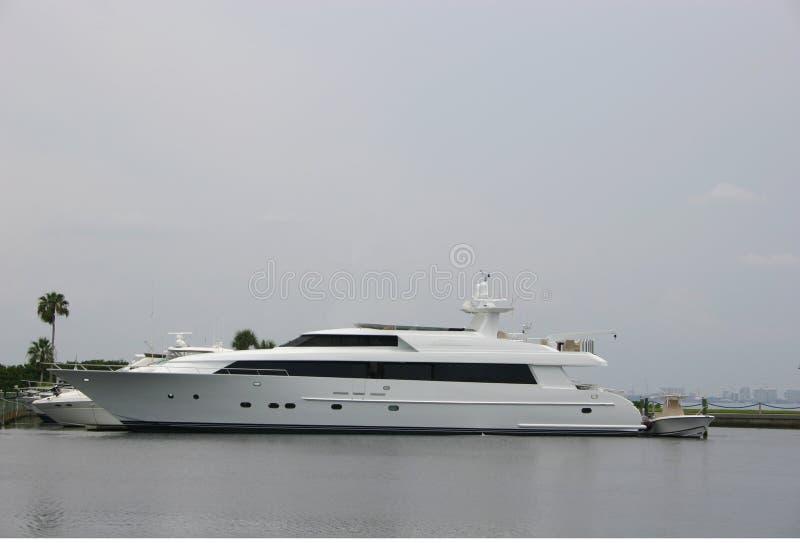 Yacht luxueux et bel images stock
