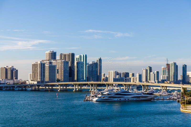 Yacht messo in bacino a Miami immagini stock libere da diritti