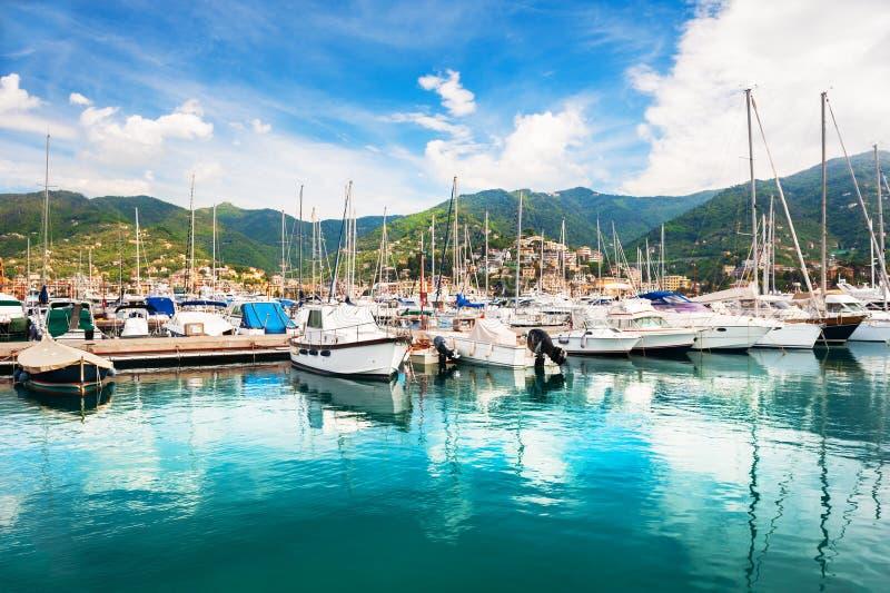 Yacht nel porto di Rapallo, Italia fotografia stock libera da diritti