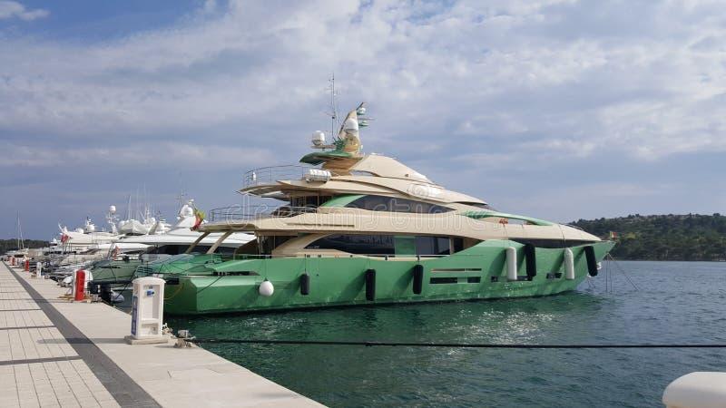 Yacht Peri lizenzfreie stockfotografie
