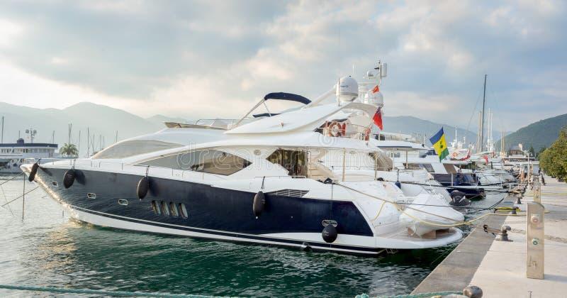 Yacht in porto fotografia stock libera da diritti