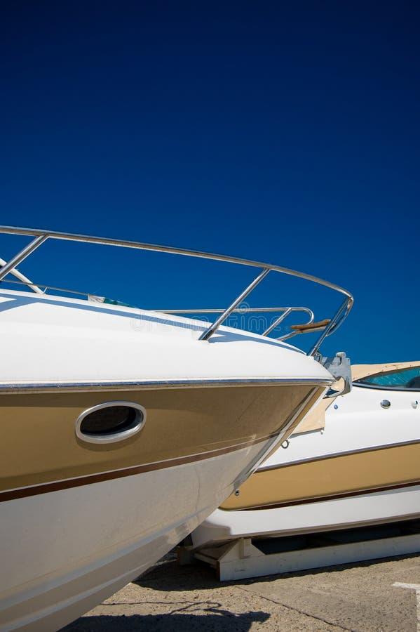 Yacht Prow lizenzfreie stockbilder
