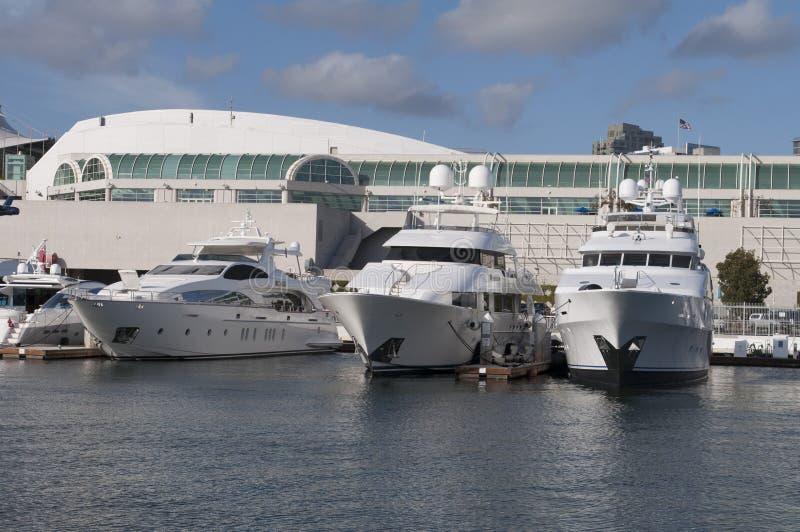 Yacht in San Diego lizenzfreie stockbilder