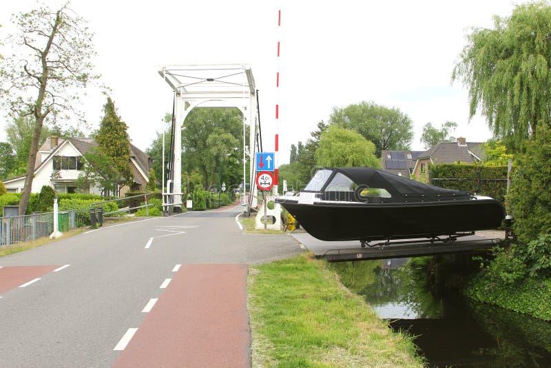 Yacht som är till salu i Kortenhoef, Holland arkivfoton