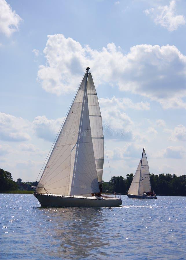Yacht sul lago fotografia stock