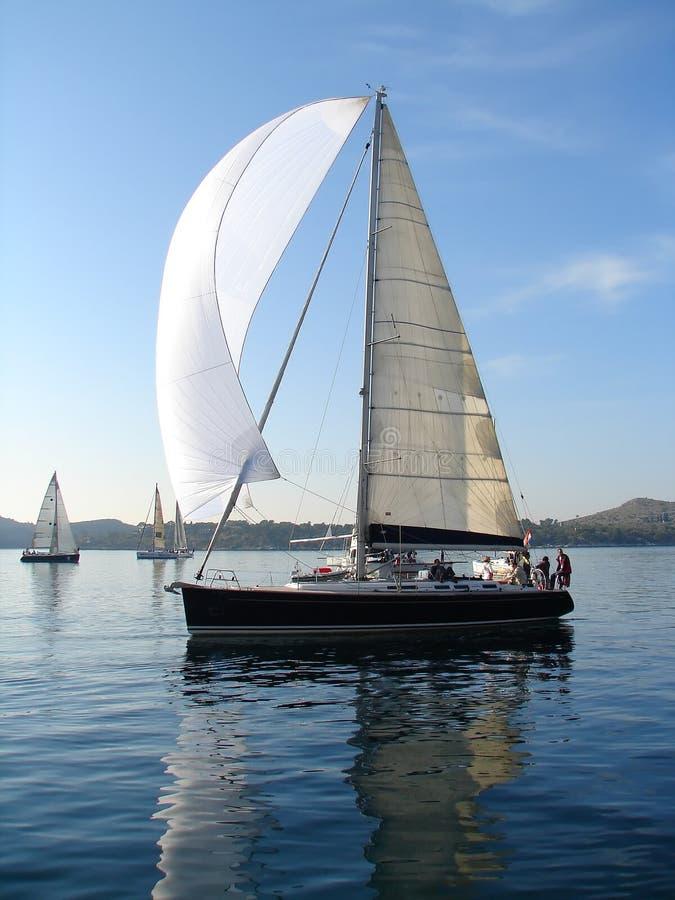 Yacht sul mare calmo fotografia stock libera da diritti