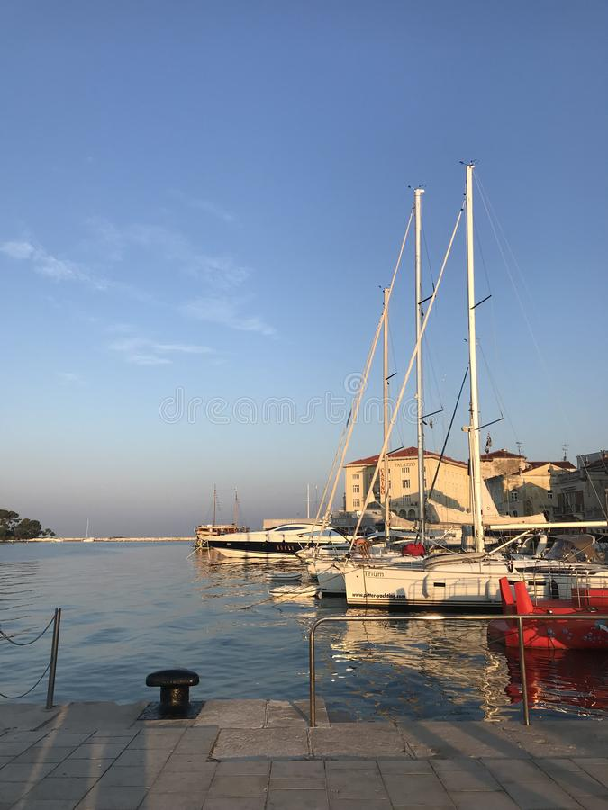 Yacht sul pilastro fotografie stock