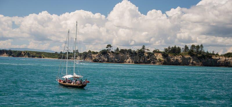 Yacht sur le port de Waitemata, Auckland Nouvelle-Zélande image libre de droits