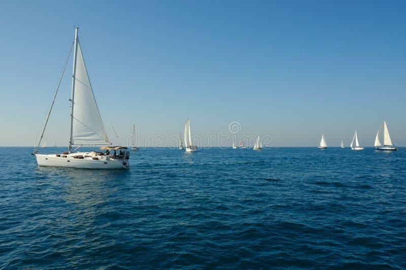 Yacht in un mare fotografia stock