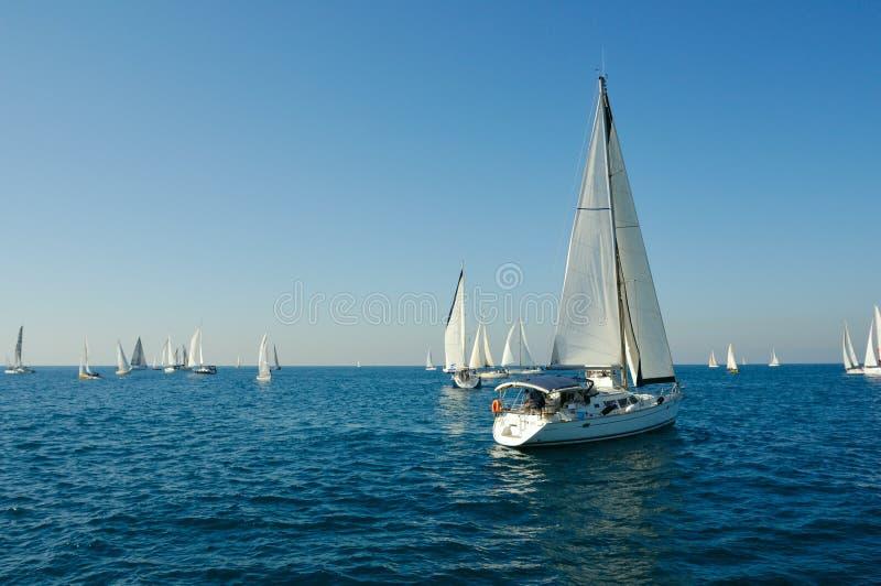 Yacht in un mare fotografie stock libere da diritti