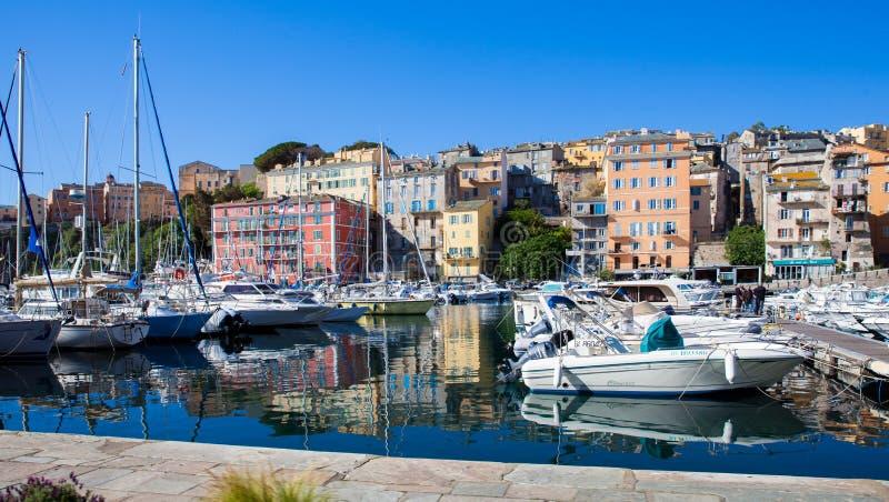 Yachten auf dem Dock in Bastia stockbilder
