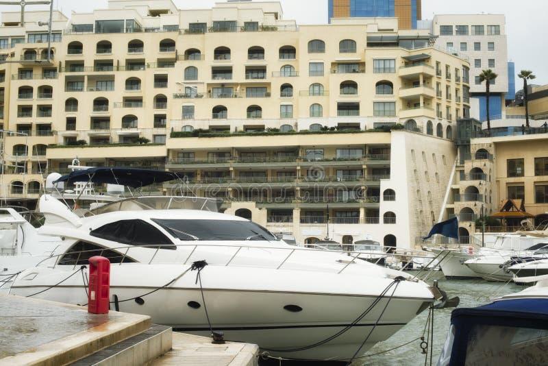 Yachten festgemacht bei Portomaso, Malta stockbilder