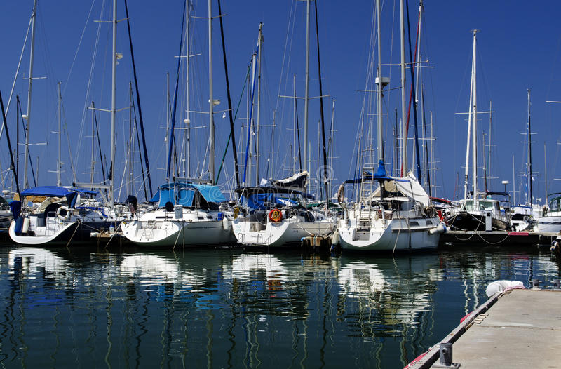 Yachten an Hertzlija-Jachthafen stockbild