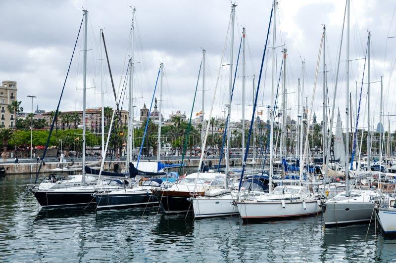 Yachten im Jachthafen Barcelonas Spanien lizenzfreies stockfoto