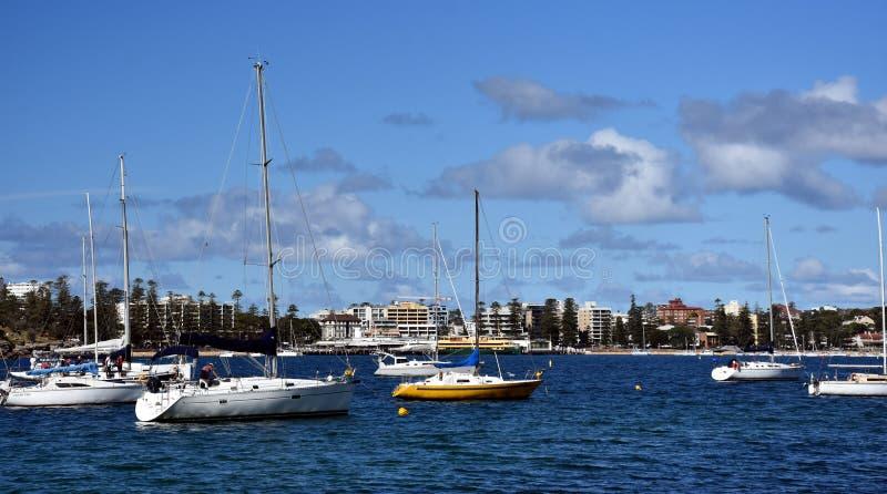 Yachten im Nordhafen bei vierzig K?rben setzen auf den Strand lizenzfreie stockfotografie